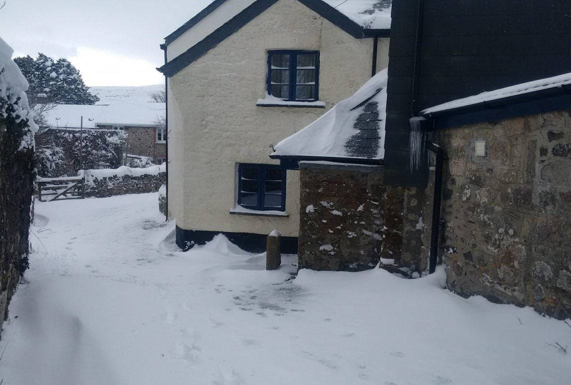 Lopes Cottage in the Snow